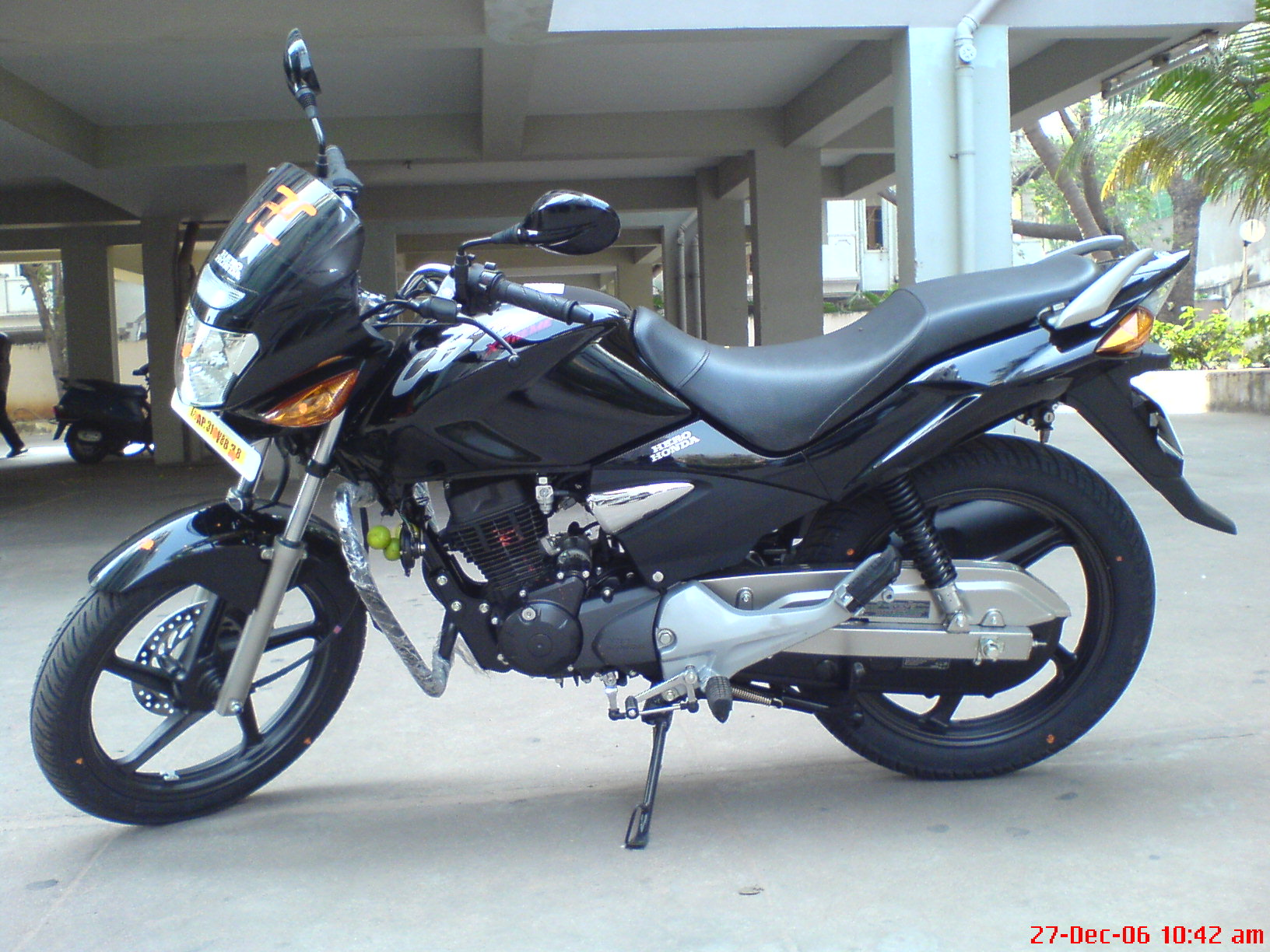 HERO HONDA CBZ XTREME, Review, Price, Model, Types, Stores, Brands