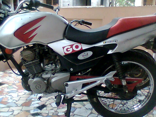 4ps of hero honda Max power-144ps@8500rpm max torque-1280nm@6500rpm category hero honda cbz extreme bike motor cycle review latest auto news update in india.