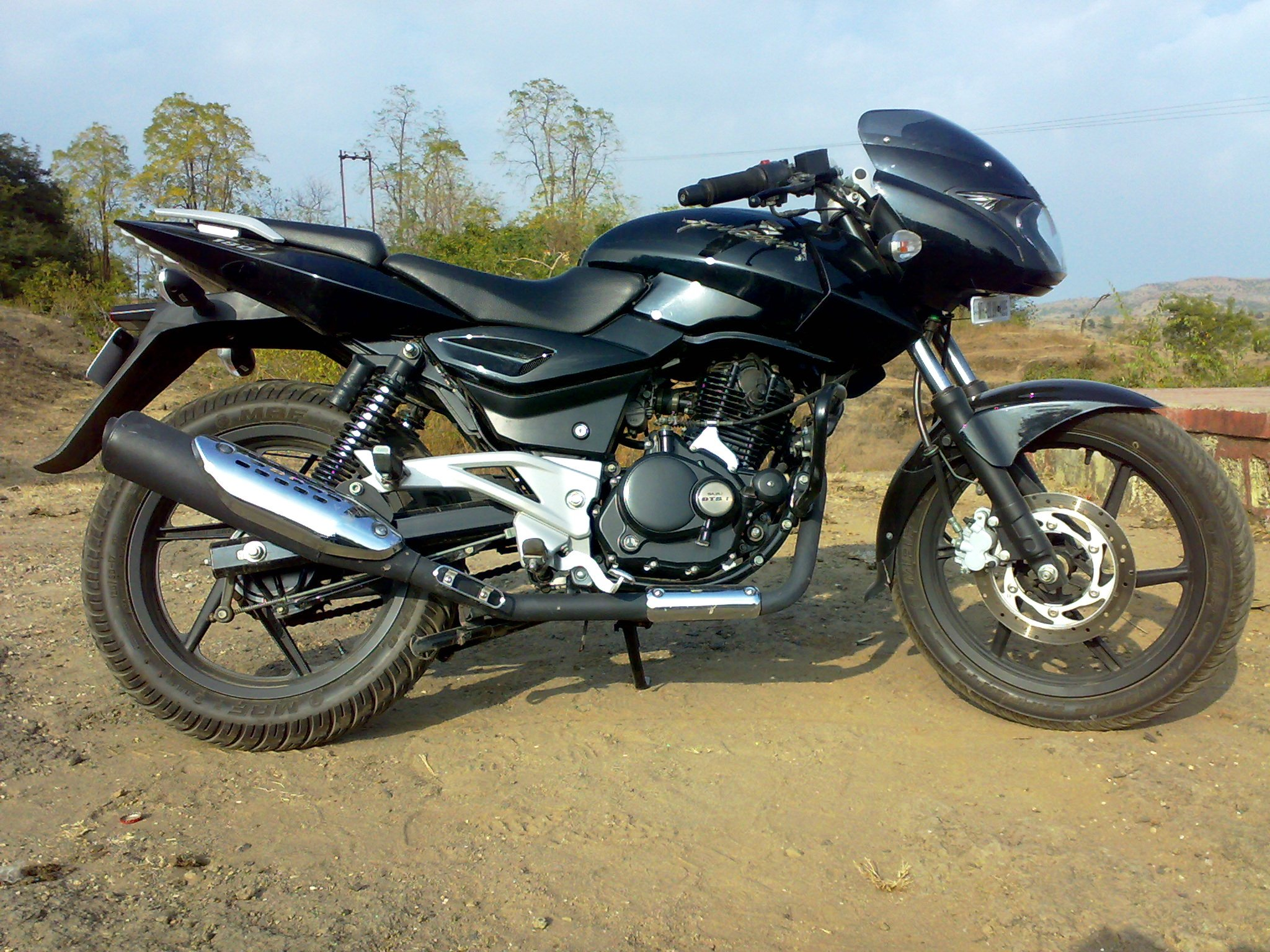 pulsar 220 black hd wallpapers