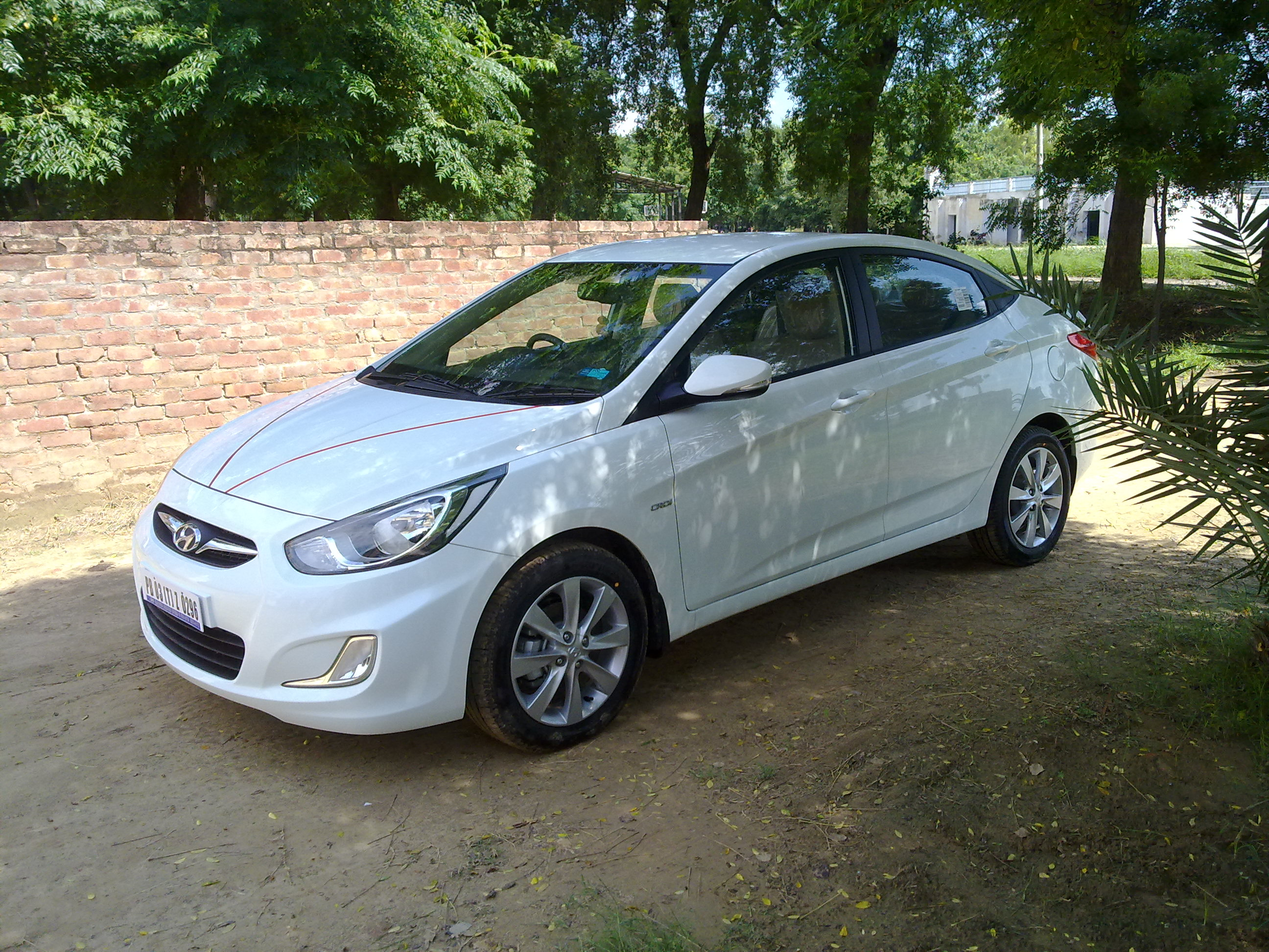 Hot N Awesome Hyundai Verna Fluidic 1 6 Crdi Sx Consumer