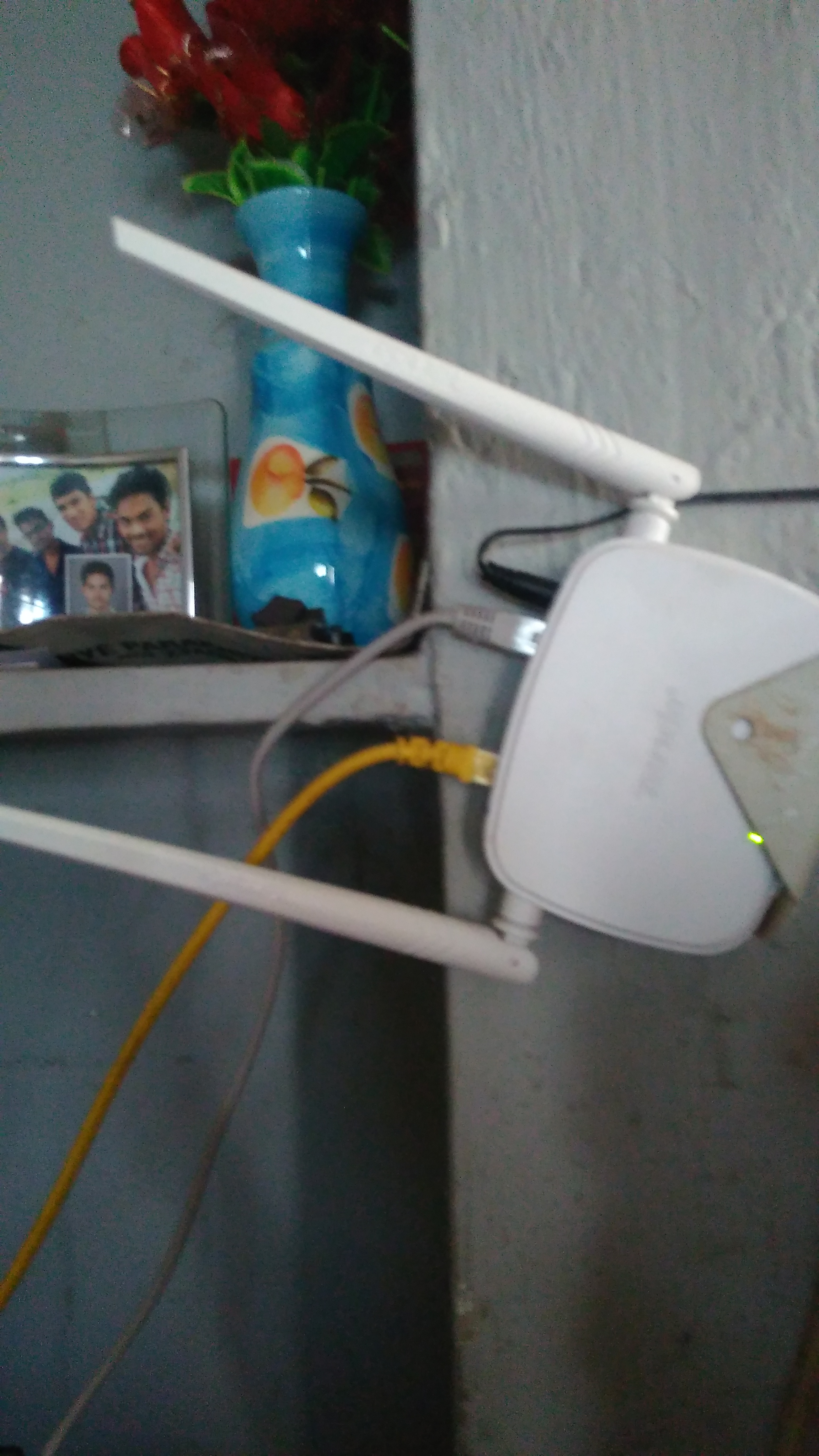 Tenda N301 Wireless Router Review Price This From 10 Mts Of 5 Walls It Becomes Poor And I Was Unable To Use However Even If You Hav Two Wifi Bara Is Able Give Good Speed