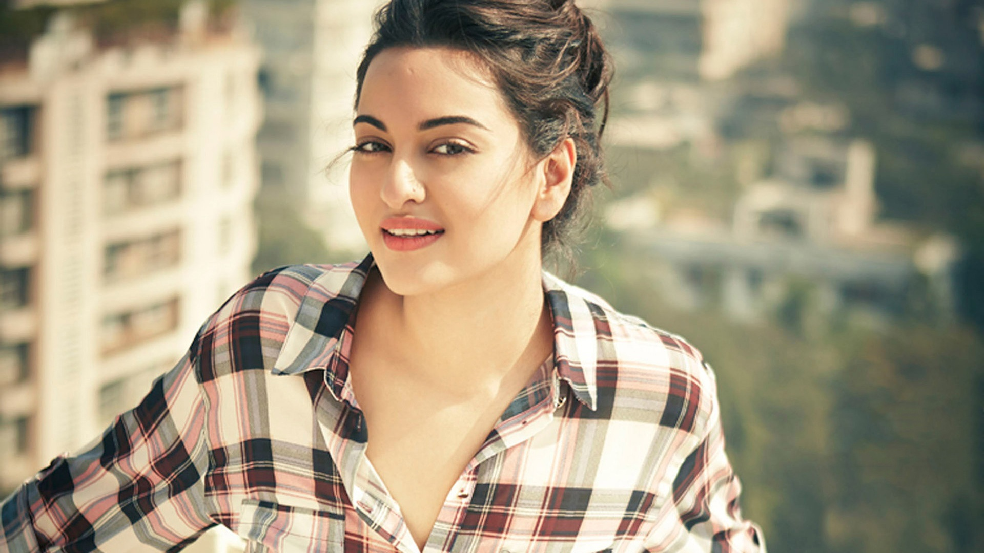 Sonakshi Sinha Photos Images And Wallpapers Mouthshutcom