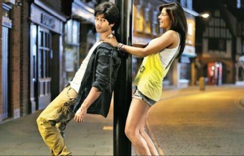 Teri Meri Kahani Movie-61436_403.jpg