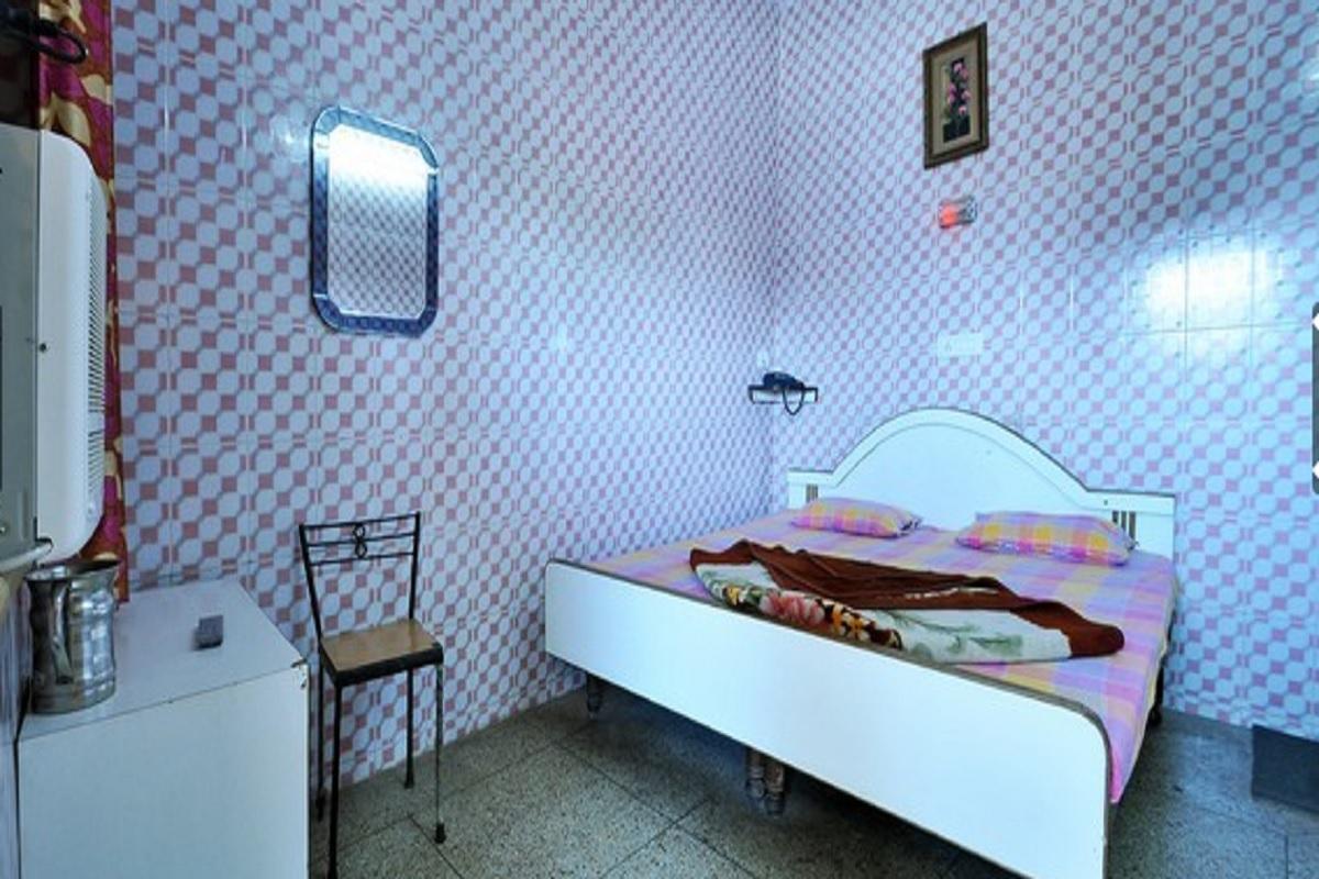 HOTEL EMBASSY - PALTAN BAZAAR - DEHRADUN Photos, Images and ...