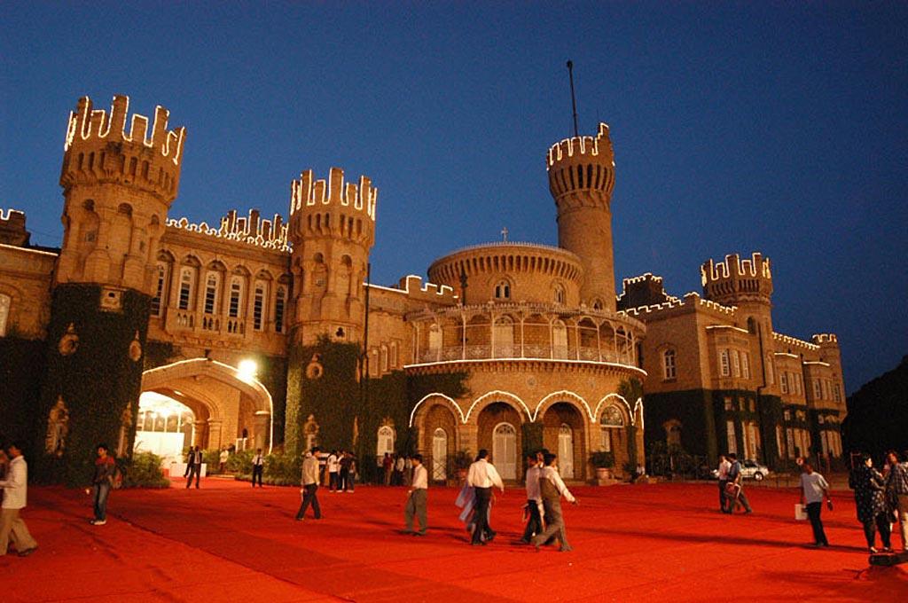 Top 5 Palaces to roam around in Karnataka