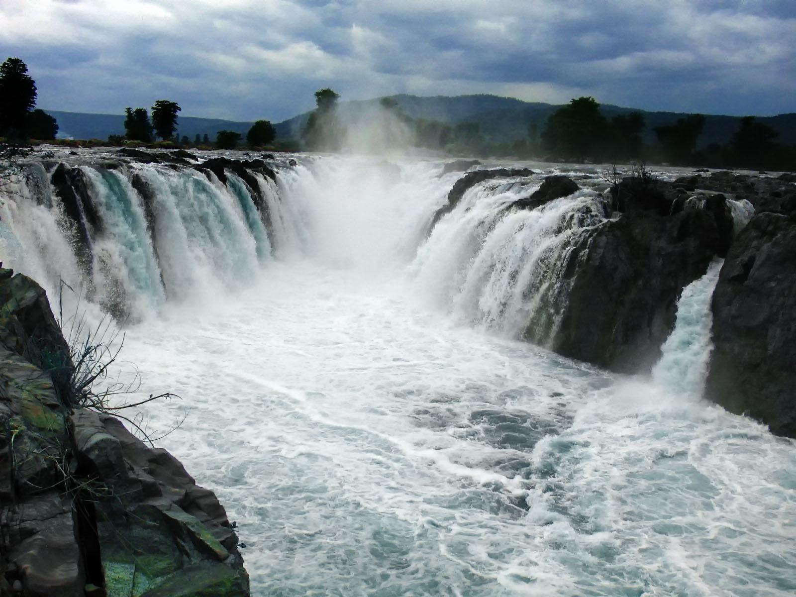 Hogenakkal Falls Image