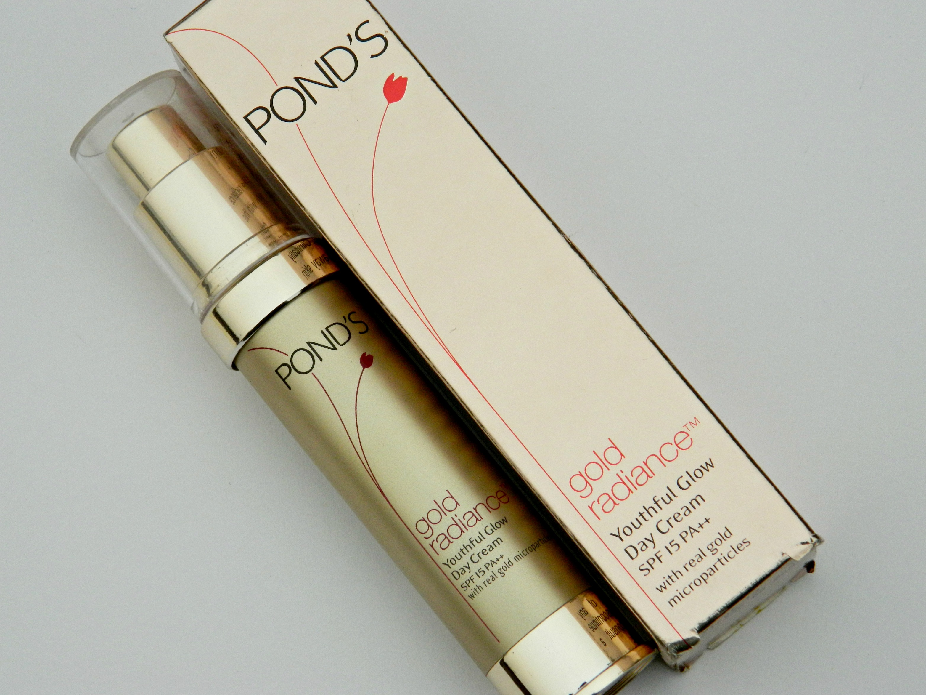 Ponds Gold Radiance Anti Ageing Skin Care Image