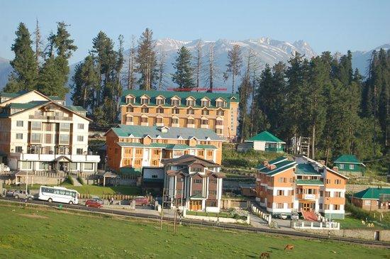 Hotel Zahgeer Continental - Gulmarg Image