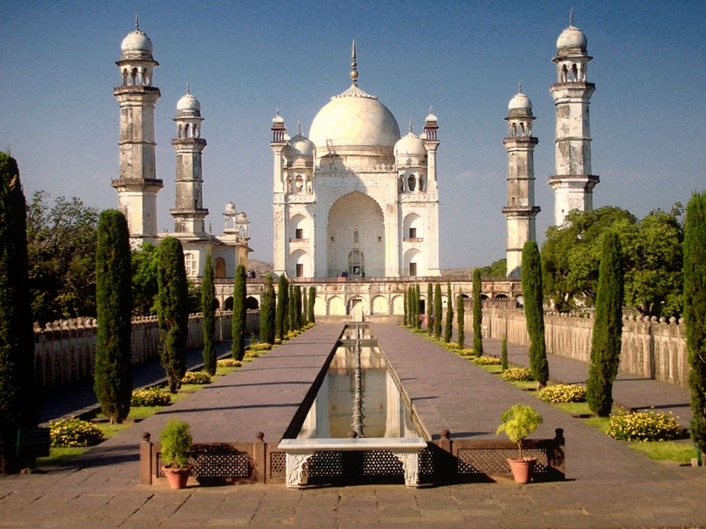 a picnic to taj mahal Sightseeing near taj mahal agra, explore the information about top  great  centre for learning, sikandra is ideal for family picnics and outings.