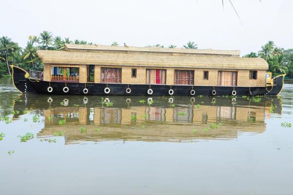 Tharangini Houseboats - Punnamada - Alappuzha Image