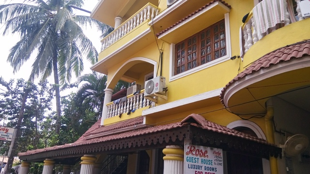 Rose guest house calangute goa reviews room booking rates address for Guest house in goa with swimming pool