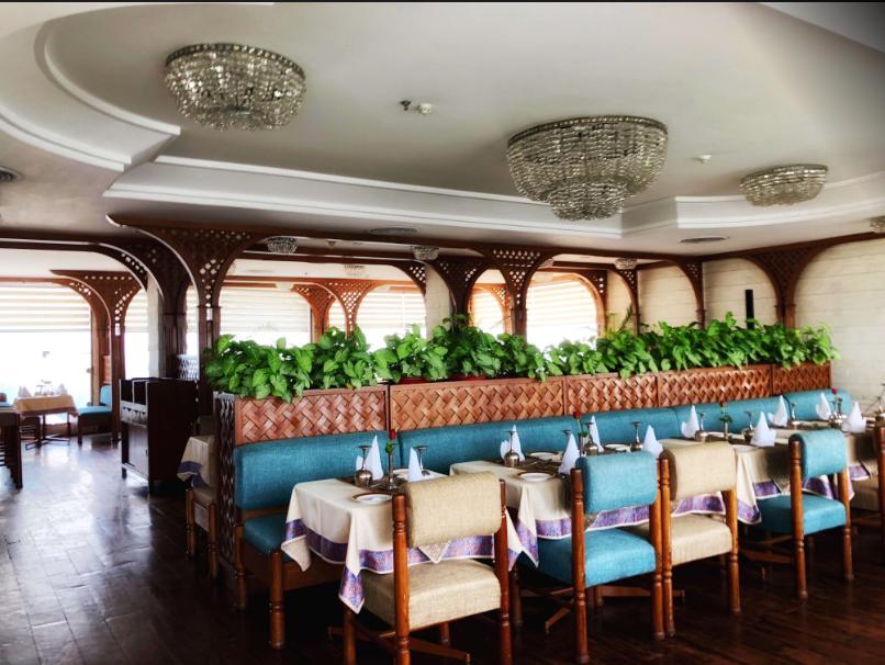 Falak Numa Restaurant Hotel Clarks Avadh - Hazratganj - Lucknow Image