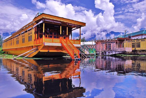 Silver Street Houseboat - Dal Lake - Srinagar Image