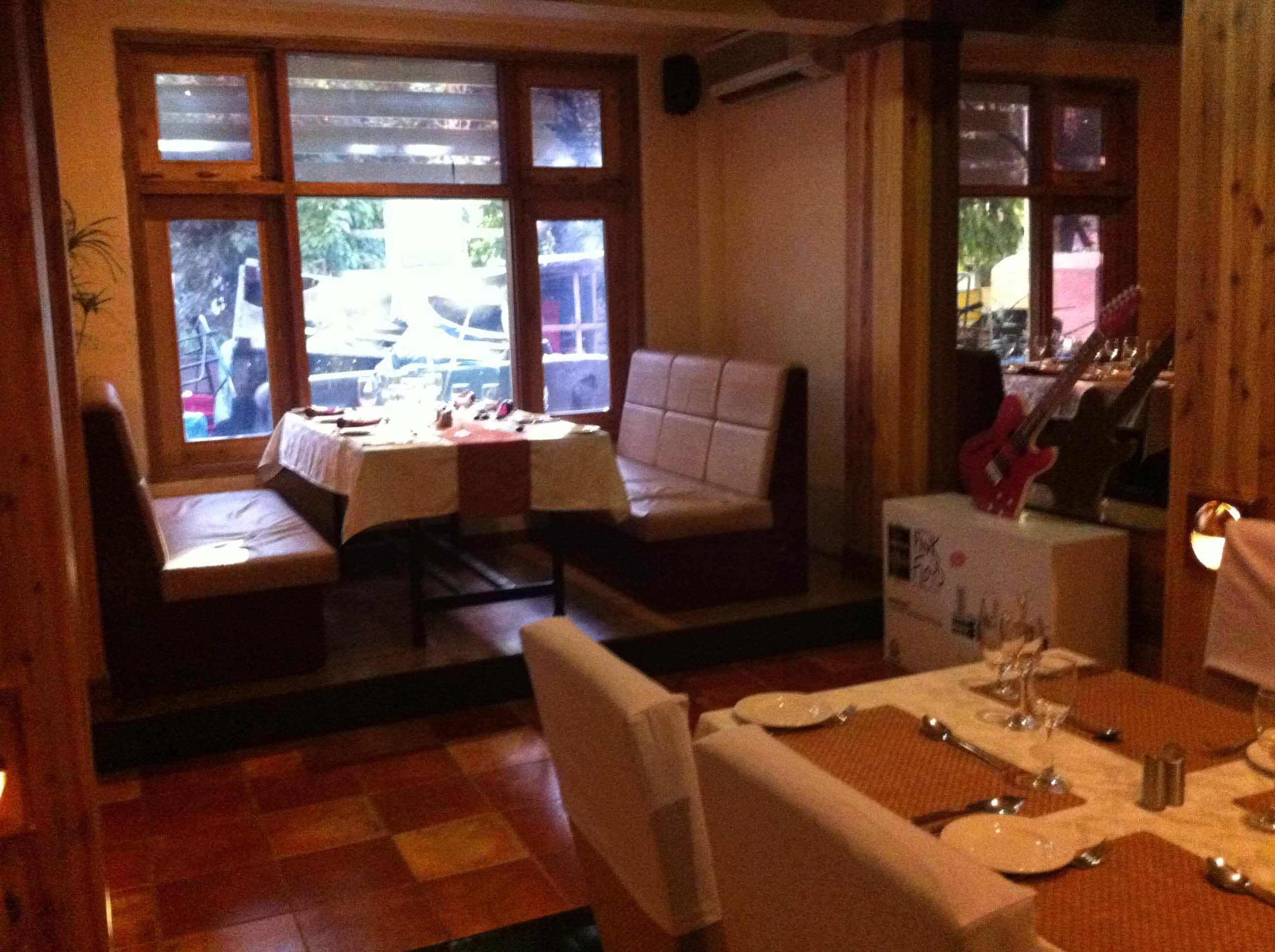 The Yellow Table Landmark Hotel - Ulubari - Guwahati Image