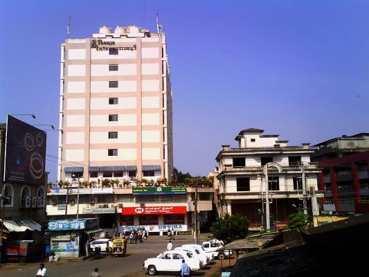 HOTEL POONJA INTERNATIONAL - HAMPANKATTA - MANGALORE Questions and