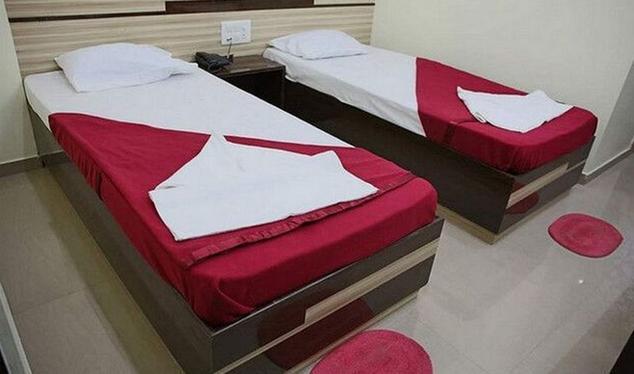 Hotel VKG Complex Lodging and Restaurant - MG Road - Vijayapura Image