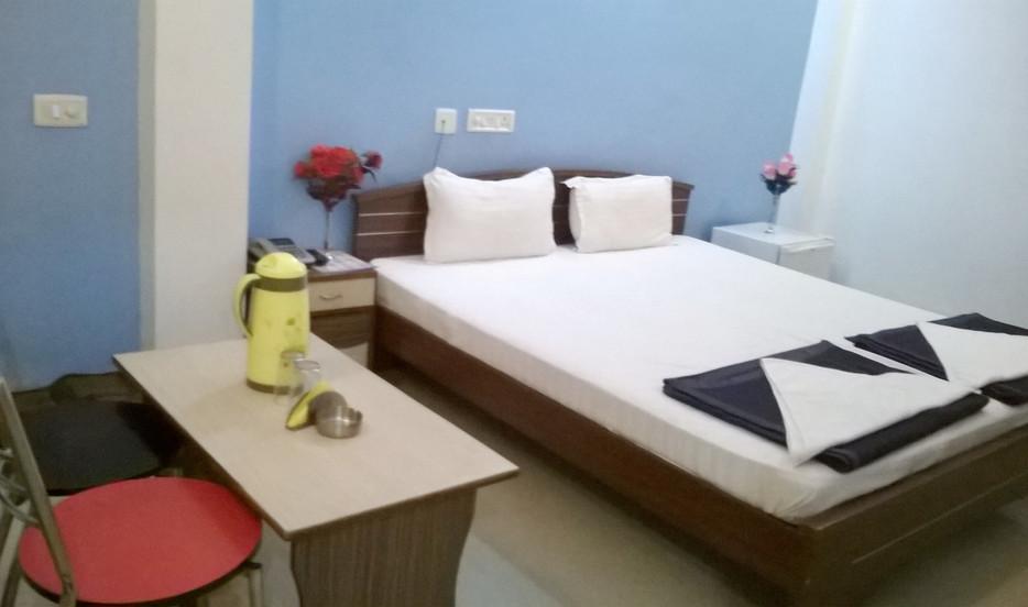 Hotel Skylark - Swrajpuri Road - Gaya Image
