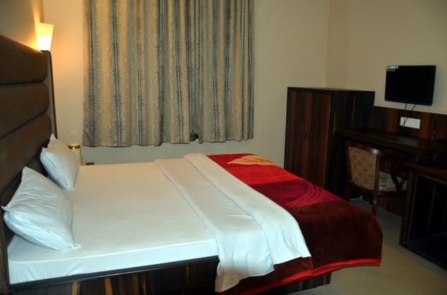 Hotel Heera Continental - Dampier Nagar - Mathura Image