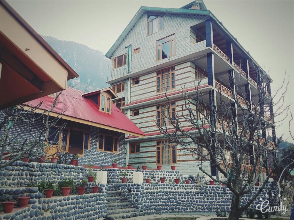 Naina Resort & Cottages - Manali Image