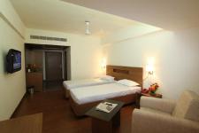 Santhinivas Hotel - Sitha Pathi Rao Street - Kakinada
