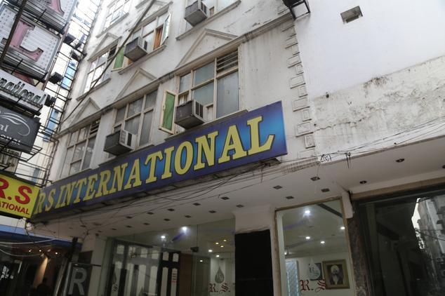 Hotel r s international paharganj delhi reviews room for Decor international delhi